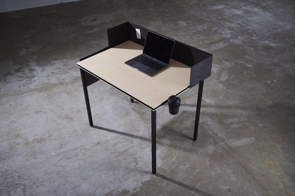 Base desk with low partitions