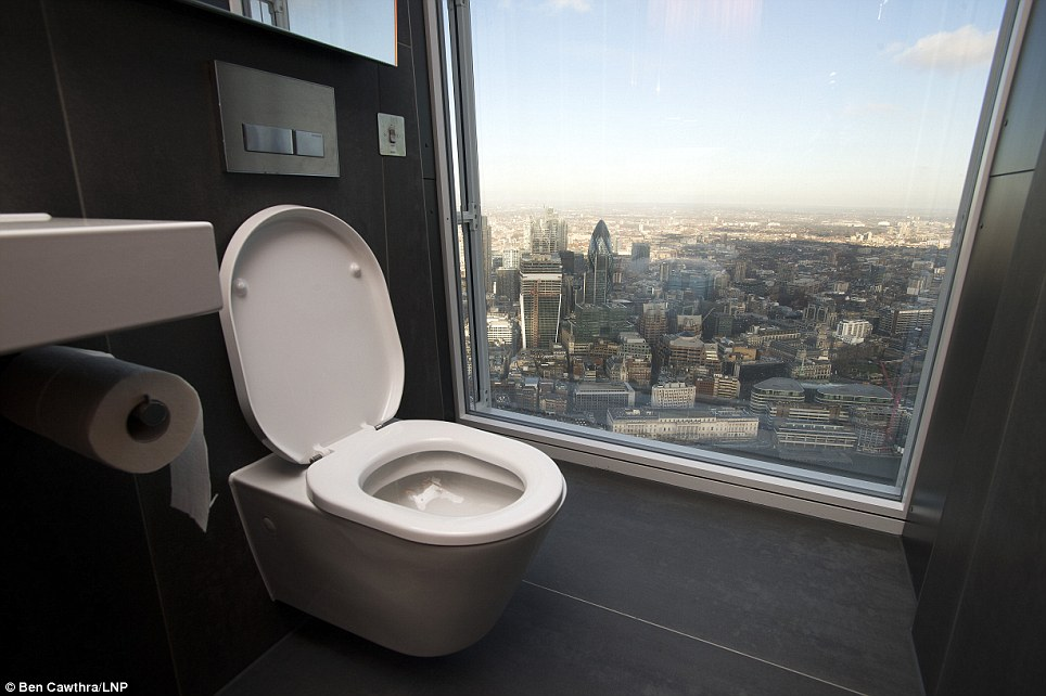 washroom-in-the-shard-with-view-over-london