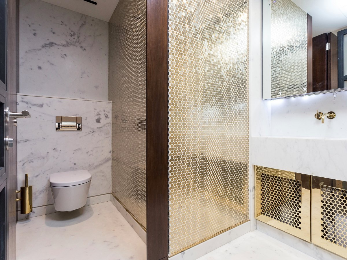 London's most expensive office with luxurious washroom